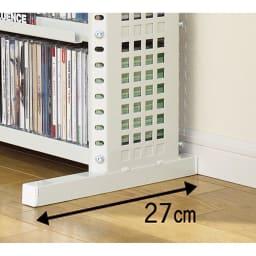 パンチングCDラック スタンド式(奥行27・高さ183cm)CD用 幅90.5cm スタンド式の脚部は奥行があります。