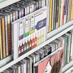 パンチングCDラック 突っ張り式(奥行21・高さ216~279cm)CD収納用 幅119cm CD用にはディスプレイできる溝付き。
