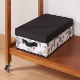 【総耐荷重約50kgで頑丈なつくり】 キャスター付き天然木ハンガーラック 幅60cm 収納棚が3枚付いているので、収納ボックスやスーツケースの置き場所にも便利です。