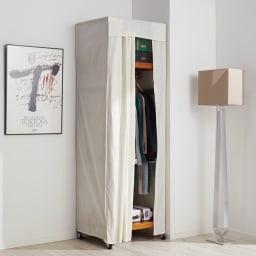 【総耐荷重約50kgで頑丈なつくり】 キャスター付き天然木ハンガーラック 幅60cm コーディネート例 別売りのカバー使えば日焼けやホコリから守ります。