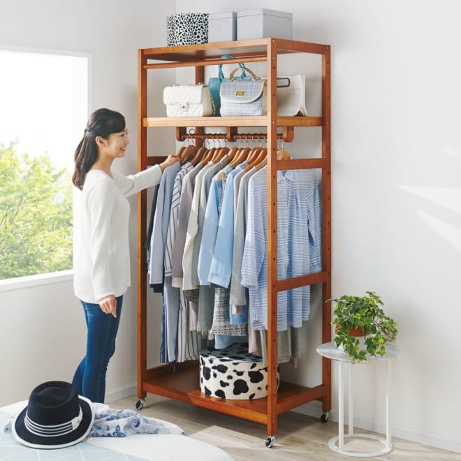 【総耐荷重約50kgで頑丈なつくり】 キャスター付き天然木ハンガーラック 幅90cm 寝室にも置きやすいやわらかな雰囲気が魅力です。