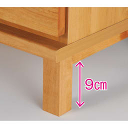 アルダー天然木格子スライドワードローブ ハンガー・右板扉・幅100cm 脚部もアルダー天然木を使用しています。床からの脚部高さ約9cm。
