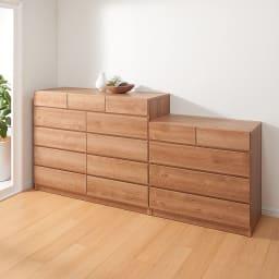 頑丈天板を賢く活用!ワイドクローゼットチェスト 4段・幅80cm 部屋馴染みがよい素材感でリビングルームにもぴったり。