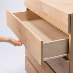 頑丈天板を賢く活用!ワイドクローゼットチェスト 4段・幅80cm 引出はレール付きでラクラク開閉できます。(小引出は除く)
