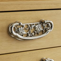 【本格派の着物収納】総桐着物収納ユニットタンス 上台引き戸タイプ 高さ45cm 光沢シルバーの取っ手 光沢の美しいシルバー色で、風格のある取っ手を採用。