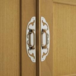 【本格派の着物収納】総桐着物収納ユニットタンス 上台扉タイプ 高さ45cm 光沢シルバーの取っ手 光沢の美しいシルバー色で、風格のある取っ手を採用。