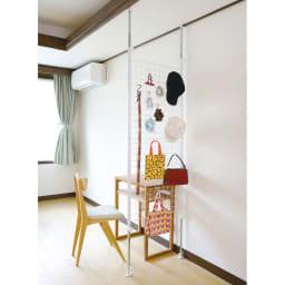 突っ張りパーテーション (使用イメージ)リビングはもちろん、洗面所や玄関、トイレの壁面収納にも便利です
