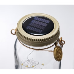 ソーラーガーデンライト2個組 フタ上部がソーラーパネルに。