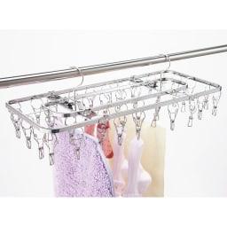 日本製 絡みにくいステンレス角ハンガー 40ピンチ サビに強く長持ち!安定の2点フック式。 濡れた洗濯物の重さに耐えうる強度にこだわり、フレームにはコの字に曲げた板を使用しています。雨や日差しに強いステンレス製。