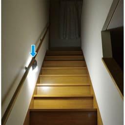 人感センサー付きもてなしライト 就寝途中のトイレもこれで安心 自動点灯で足元をふわっと優しく照らします。