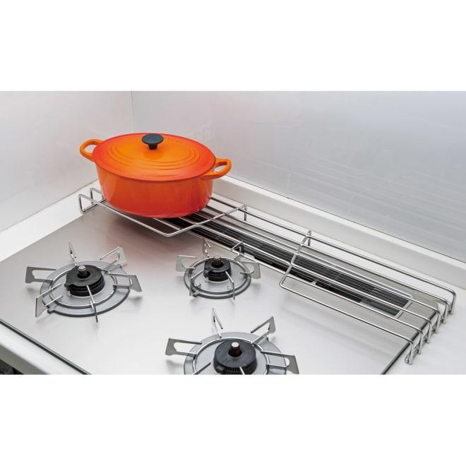 オールステンレス頑丈コンロ奥ラック コンロ幅75cm用 耐荷重20kgだから重たい鋳物のお鍋もお任せです。