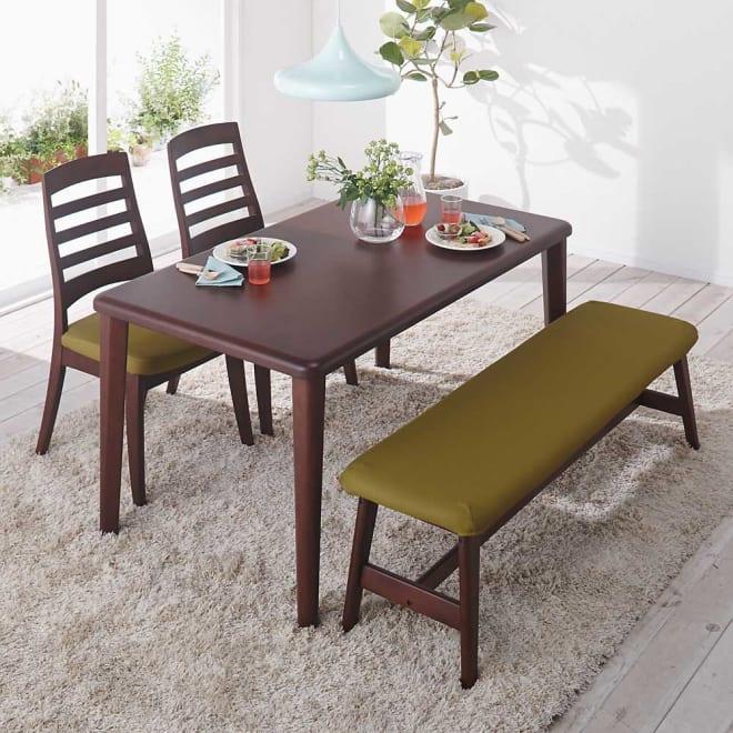 角が丸くて優しい天然木ダイニング テーブル 4本脚 幅125奥行75cm コーディネート例(イ)ダークブラウン