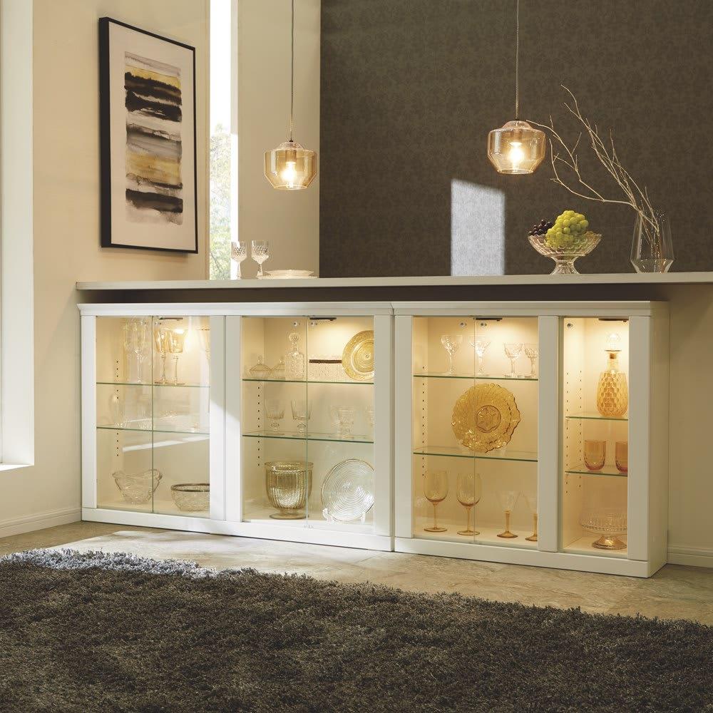 LEDライト付きガラスカウンター 幅89cm(3枚扉)のコーディネート