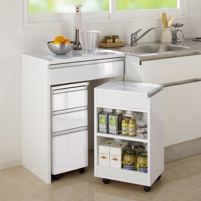 間仕切りキッチンカウンター スリムワゴン 幅29.5cm (ア)ホワイト チェストとワゴンはデスク内に一体収納。 ※お届けはスリムワゴンのみです。