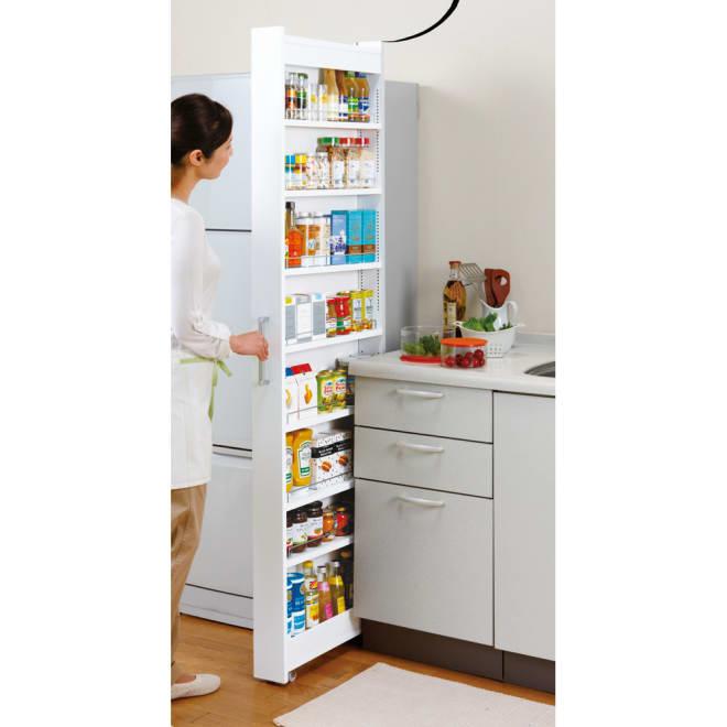 リバーシブル キッチンすき間収納ワゴン 奥行55cmタイプ 幅16cm 最下段にはペットボトルが収納できます。