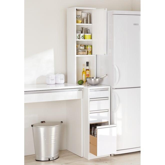 水ハネに強いポリエステル仕様 キッチンすき間収納庫 奥行55cm・幅20cm ハイタイプ (右開き) ※写真は幅30cm高さ180cmタイプです。