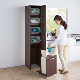組立不要 キッチン分別タワーダストボックス 5分別 ゴミ箱タイプ 扉を閉めればサッと目隠し。キッチンの隙間を利用して縦型に5分別できます。