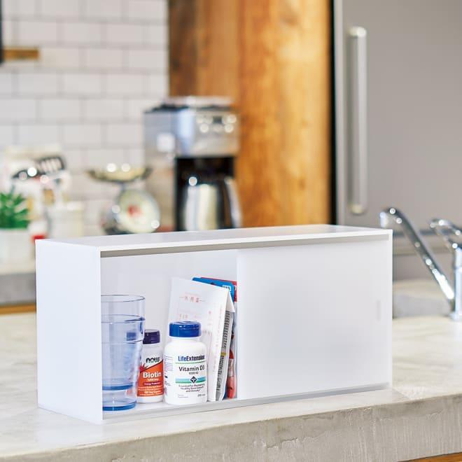 アクリルカウンター上収納庫 幅45cm 奥行15cm 食卓近くに置いておきたい薬やサプリの定位置にも。飲み忘れが防げます。