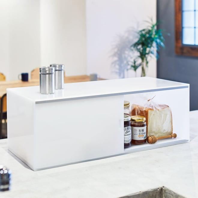 アクリルカウンター上収納庫 幅60cm 奥行25cm パンやジャムなど、一緒に使うものをまとめて収納しておくにも便利。