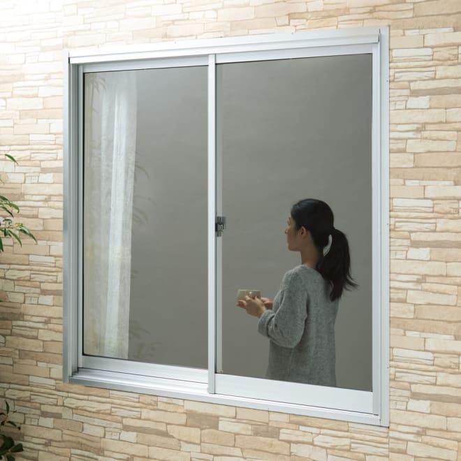 目隠しUVカット アルミ入ミラーのフィルム 60×200cm 2枚組 BEFORE 窓に貼るだけで、マジックミラー効果を発揮。