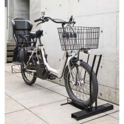 スロープ付き電動自転車スタンド 1台用 タイヤが太い電動自転車対応。