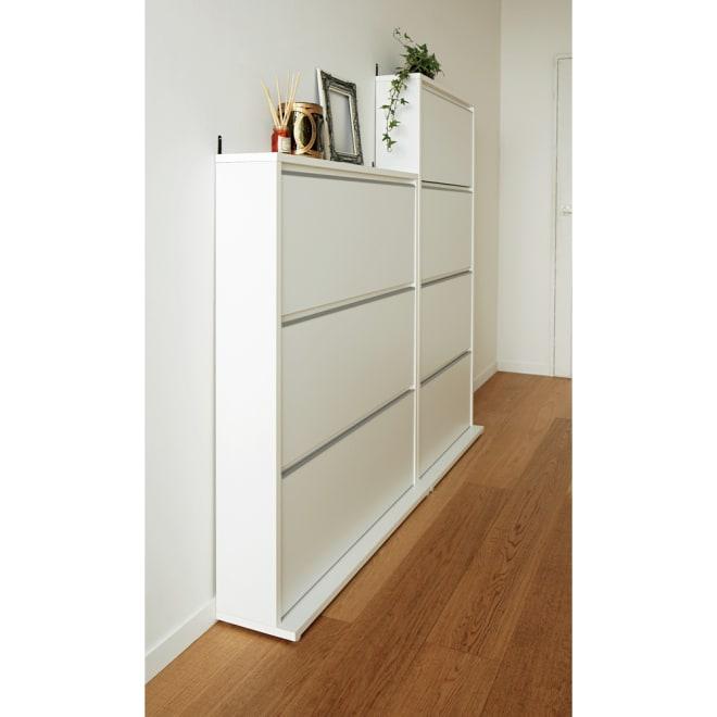 静かに閉まる薄型フラップシューズボックス シングル3段 幅90cm 使用イメージ(ア)ホワイト ※お届けはシングル3段・幅90cmタイプです。