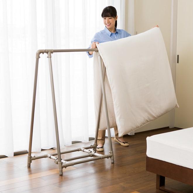 新ベランダ奥行きを広々使えるA型物干し コンパクトタイプ シングル布団にぴったりなコンパクトタイプ。