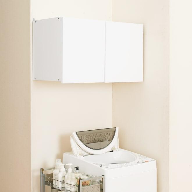 幅サイズを1cm単位で選んでぴったり!洗濯機上壁付け収納庫 幅71~80cm 幅が1cm単位で選べる吊り戸棚。洗濯機上のデッドスペースに、造り付けのような収納棚が新設できます。