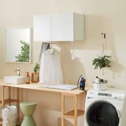 幅サイズを1cm単位で選んでぴったり!洗濯機上壁付け収納庫 ハンガーバー付き 幅71~80cm 幅が1cm単位で選べる吊り戸棚。お好みの場所に、造り付けのような収納棚が新設できます。ハンガーバー付きは家事空間でも活躍。