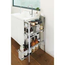 ステンレス洗濯機サイドラック 3段 幅17.5cm高さ80.5cm 洗面台のわきに置いても邪魔にならない幅17.5cmのラック。清潔感のあるクールなデザインで、洗濯用品やバスアイテムなどが場所を取らずに収納できます。