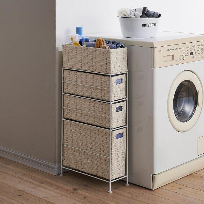 ラタン調ランドリーチェスト スリムすき間タイプ 幅15.5高さ80cm コーディネート例(ア)ホワイト 本体高さは80cm。洗濯機横や洗面台横にもぴったり。