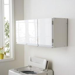 光沢仕上げ吊り戸棚 扉タイプ 幅90cm 奥行30cmの浅型の吊戸棚で、洗濯機の上やトイレ上を便利な壁面収納に変えてくれます。
