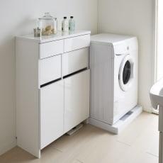 組立不要 洗濯カゴ付き2in1光沢サニタリー収納庫 ロータイプ 幅73cm 写真