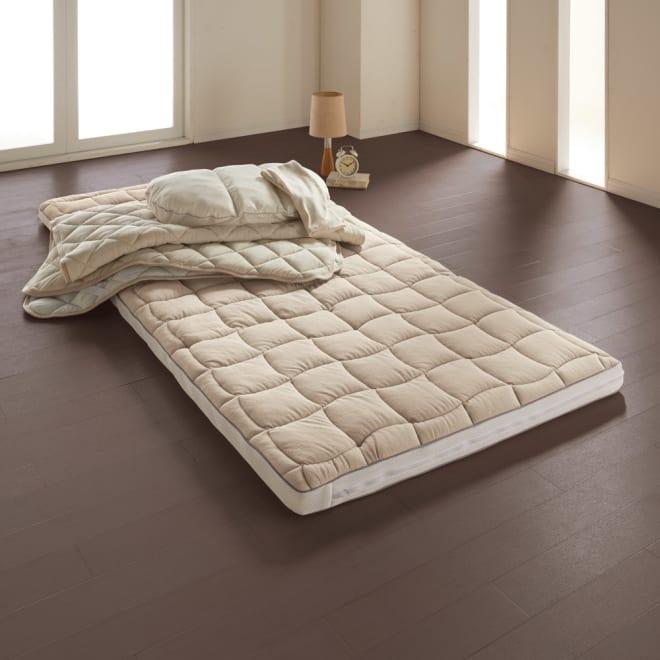 ブレスエアー(R)敷布団 ネオ シンプルセット シンプルセットで寝心地を即チェンジ!3つ折り敷布団、消臭・速乾パッド、ブレスエアー枕、枕カバー、シンプルセットは必要な物が手間なくお買い得に揃います。ブレスエアー(R)敷布団ネオの快適さを届いたその日に実感できます。