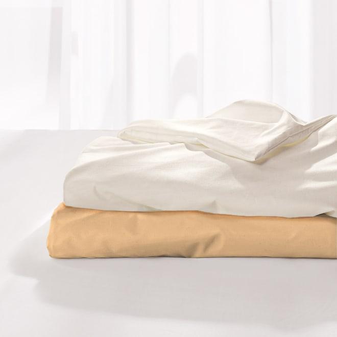 スノーホワイトシリーズ 掛けカバー 上から(ア)ホワイト (イ)ベージュ 掛け布団カバー 高密度ツイルにピーチスキン加工を施し、うっとりとするほどのなめらかな肌触りです。