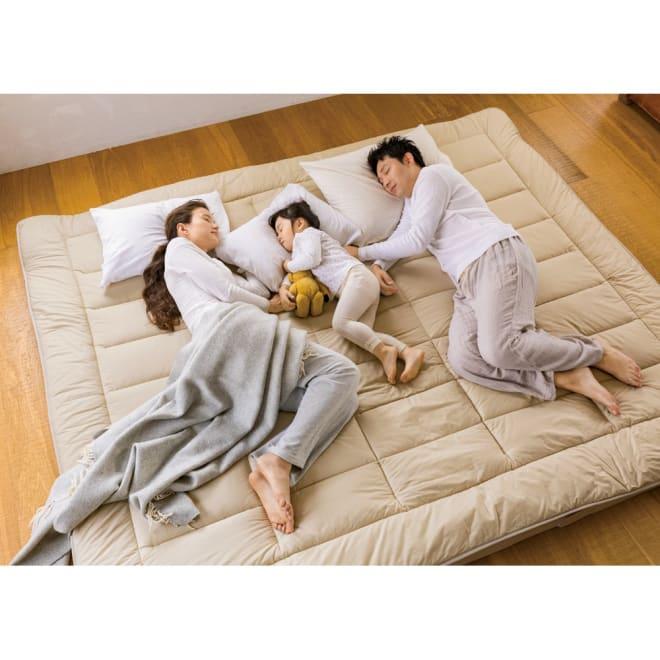 抗菌コンパクト&ワイド ファミリー布団 厚さ約11cmボリュームタイプ(上層パッド+下層マットセット) (After)一枚の布団で、家族が広々眠れます。 ※写真はファミリー240cmです。