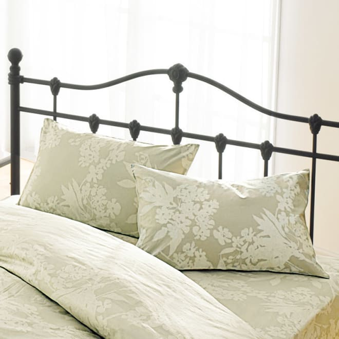 サテン織で質感UP!綿100%のダニゼロック枕カバー 普通判(同色2枚組) 上品な印象の花柄は3色ご用意しました。 ※こちらは枕カバー2枚組でのお届けになります。