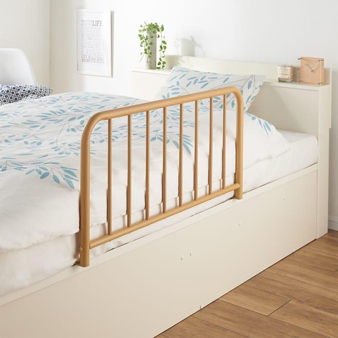 角の丸い木目調ベッドサイドガード 使用イメージ(ア)ナチュラル