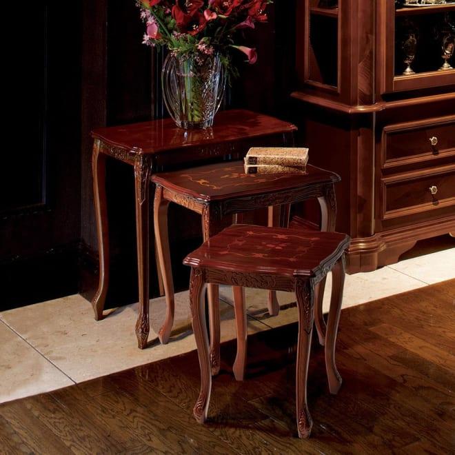 イタリア製象がんシリーズ ネストテーブル3点セット 天板の象嵌細工が美しいイタリア家具のネストテーブルです。