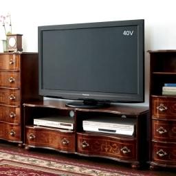 イタリア製象がんクラシック家具 テレビボード幅111cm 使用イメージ ※お届けはテレビボード幅111cmです。