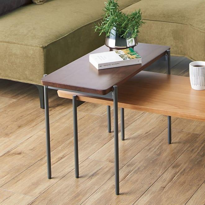 リクト天然木テーブル サイドテーブル ウォルナット コーディネート例。お届けはサイドテーブル ウォルナットのみとなります。