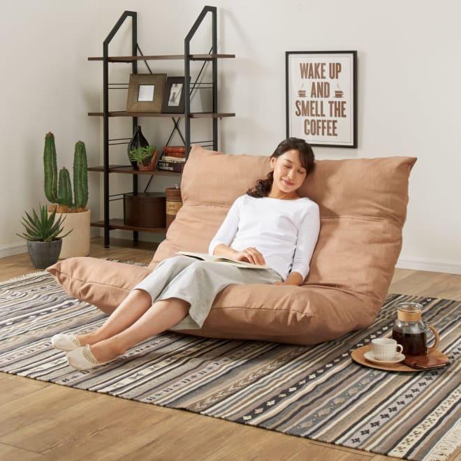 [国産]ふんわりハイバック座椅子ソファデラックスワイド (イ)ベージュ ※モデル身長:164cm