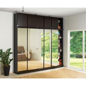 効率収納できる段違い棚シェルフ [突っ張り上置き 板扉タイプ 引き戸 幅90cm] 上置き高さ54.5cm 写真