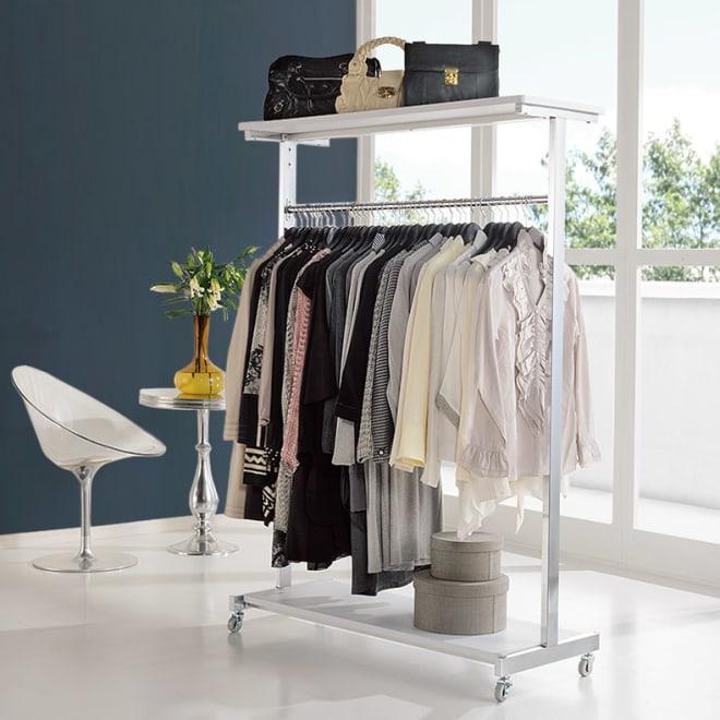 上下棚付き モダン頑丈ハンガーラック シングル・幅120cm (イ)ホワイト 清潔感がうれしいホワイト色の頑丈ハンガー。部屋の置き場所を選ばないすっきりとしたデザインです。