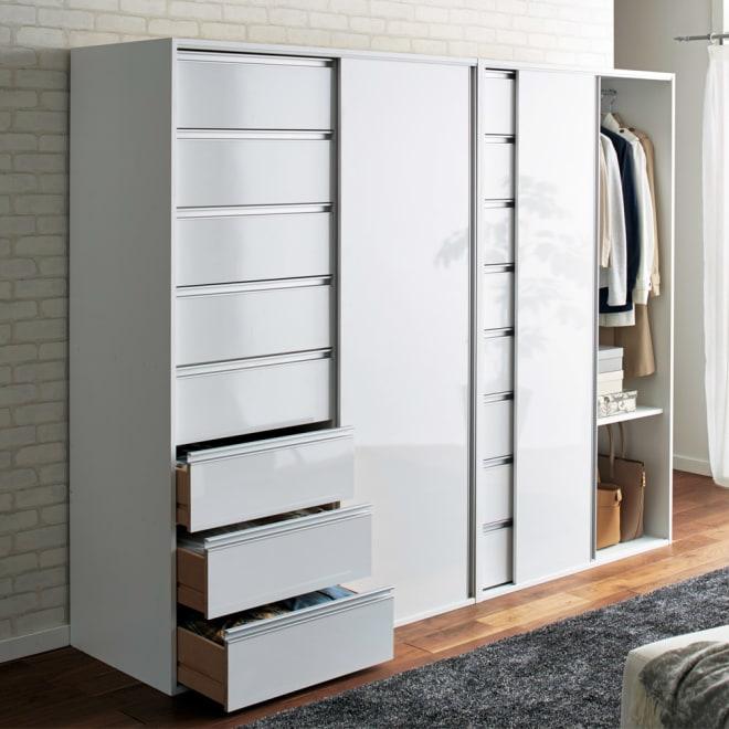 衣類をまとめて収納できる光沢仕上げタワーチェストクローゼットハンガー 幅105cm (ア)ホワイト 光沢のある素材がお部屋に高級感を演出します。(左から幅120cmタイプ、幅105cmタイプ)