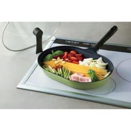 IH対応ガラス蓋付き丸ごとパスタパン パスタを折らずに茹でられるオーバル型。 自立式のフタ付き。