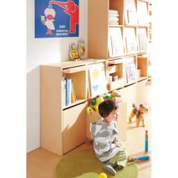 奥行39cm マガジン&レコードキャビネット 上段 段違い棚オープン3列[高さ79・幅113cm] [コーディネイト例] お子様の成長に合わせてプラスしていけるのもポイント。