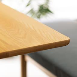 オーク天然木の ネコとくつろぐ ダイニングテーブル (ア)ナチュラル 厚みのあるオーク天然木無垢材を使用。国内の職人が角を丸くすべすべに仕上げています。