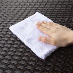 組立不要ラタン調ベンチ収納 幅60cm 汚れもさっとふき取れて、お手入れ簡単です。