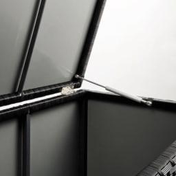 組立不要ラタン調ベンチ収納 幅60cm 全面裏側がポリプロピレン貼りで中に雨が入りにくい仕様。